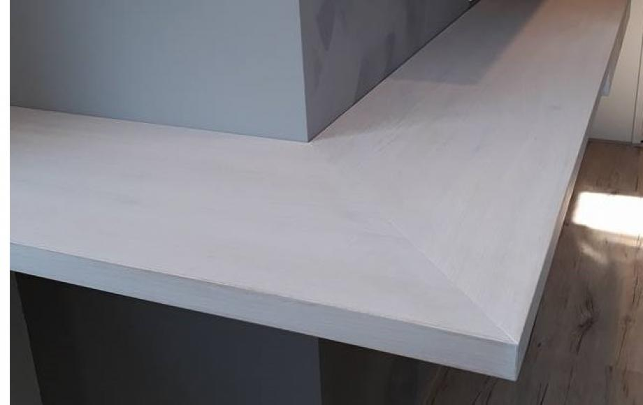 Zwevende Plank Met Lades.Zwevende Plank Met Lades En Een Bijpassend Servies Rek