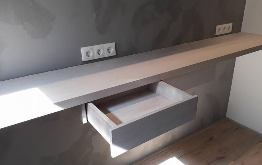 Boekenplank Met Lade.Zwevende Plank Met Lades En Een Bijpassend Servies Rek